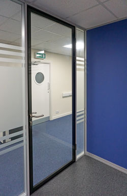 Acoustic single glazed doors